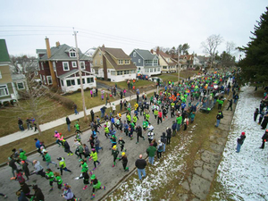 Despite cold weather about 3,000 people took part in the 12th annual Tipperary Hill Shamrock Run. The first Shamrock Run had 800 runners, participation has increased through word of mouth and social media.